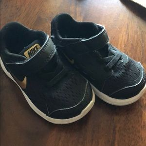 Infant Nike Flex - Size 5